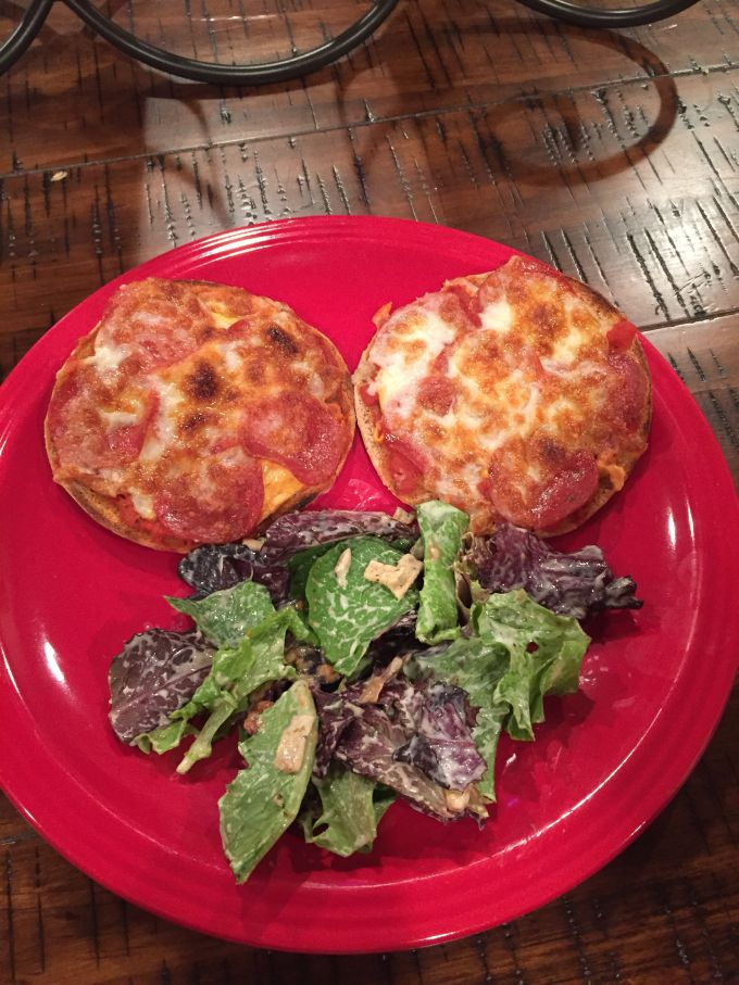 10-minute 210 calorie, PROTEIN PACKED Mini Pizzas