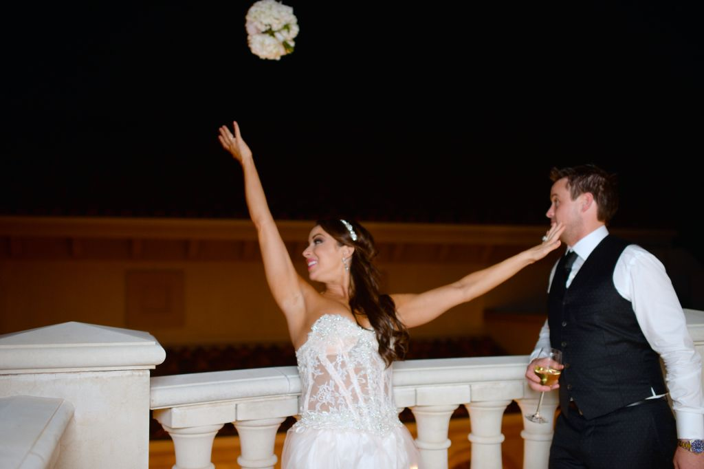 Bouquet Toss - Close